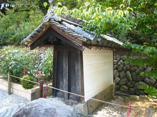 塀の屋根、切妻屋根